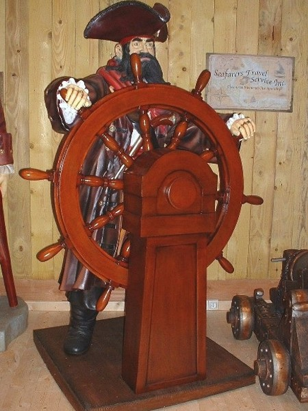 pirate gouvernail statues pirates. Black Bedroom Furniture Sets. Home Design Ideas